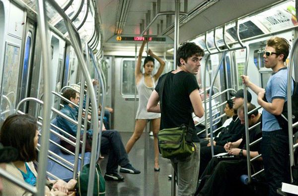 foto-v-minskom-metro-golaya